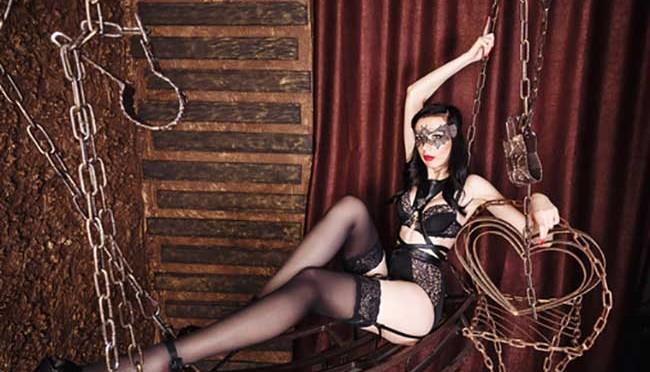 Mobílias eróticas: O Sofá Erótico